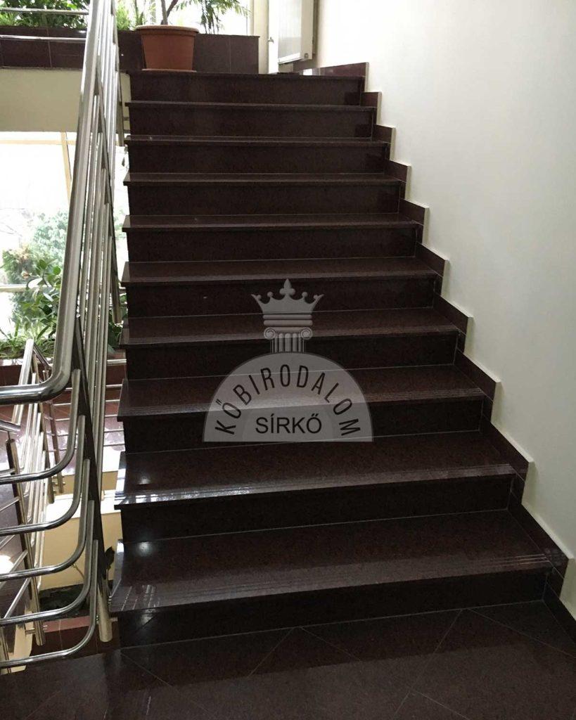 Balmoral Red gránit lépcső